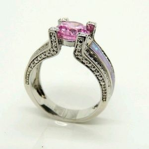 Jewelry - Womans fashion ring